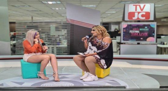 Brunessa falou sobre a carreira, projetos e músicas em um papo pra lá de descontraído com Jurema Fox