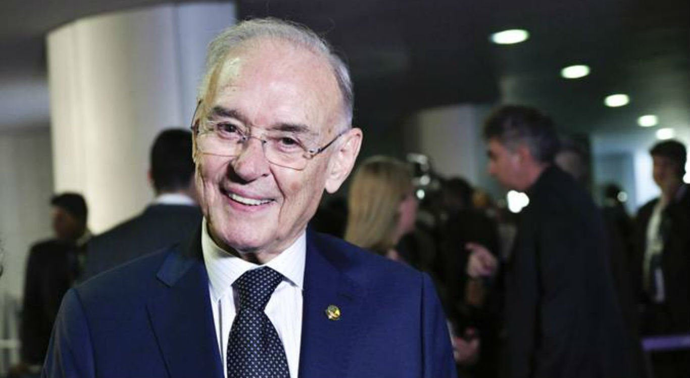 Senador Arolde de Oliveira morre aos 83 anos