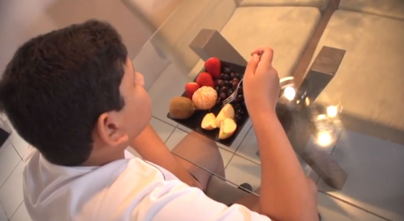 João Guilherme mudou hábitos e se alimenta de frutas e verduras