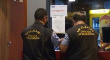 Procon interdita e notifica estabelecimentos em Olinda e Paulsita