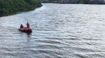 O menino de 13 anos pulou no Rio Capibaribe