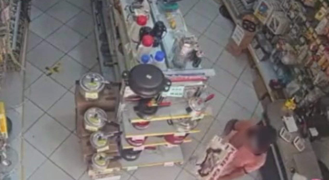 Suspeito estaria furtando em lojas de Caruaru