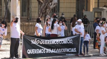 """O movimento """"Aulas Já"""" foi organizado pelo Sindicato das Escolas Particulares de Pernambuco com o apoiode famílias de alunos"""