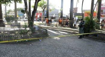 A mulher foi morta na Praça da Convenção, em Beberibe, na Zona Norte do Recife