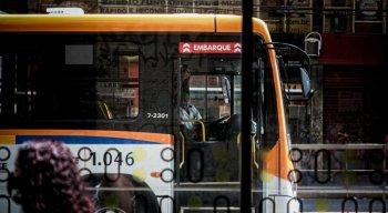 Empresas de ônibus não querem encerrar dupla função de motoristas e contratar cobradores, afirma Sindicato dos Rodoviários