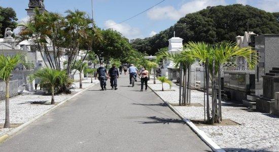 Finados: Cemitérios continuam preparativos e já recebem visitantes