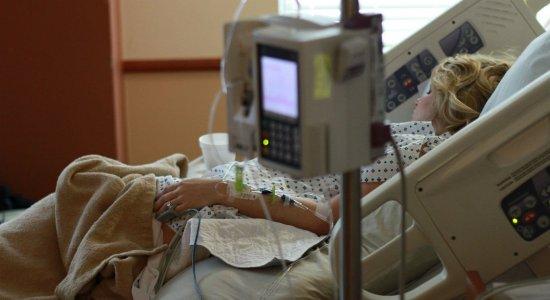 Quase mil cidades temem falta de remédios do kit intubação, diz CNM