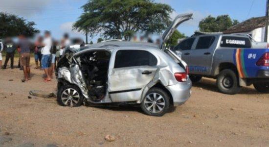 Homem morre e cinco pessoas ficam feridas após colisão de carros em Paranatama