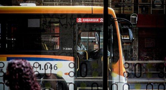 Motoristas de ônibus que circulam no Recife não podem atuar em dupla função