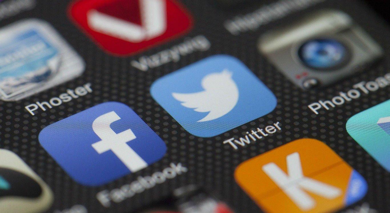 Usuários podem ativar o modo escuro do Facebook