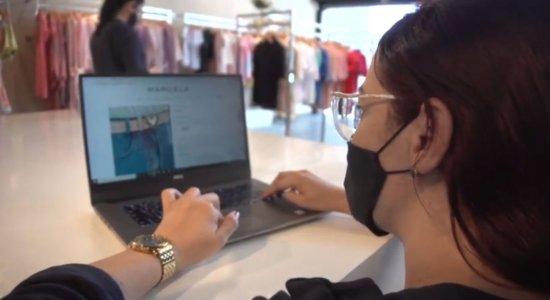 Algumas lojas passaram a comercializar na internet durante a pandemia