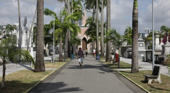 Com pandemia, movimentação em cemitérios no Dia de Finados é menor em Pernambuco