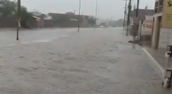 Em menos de 24 horas, Sanharó registra quase 45% do volume de chuvas previsto para o ano todo