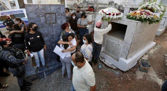 Enterro de policial militar da Rádio Patrulha, encontrado morto no Recife, é marcado por dor e tristeza