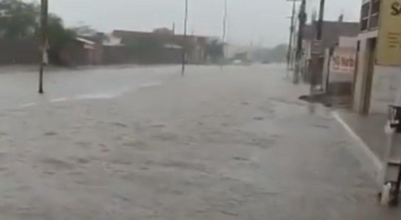 Chuvas atingiram Petrolina e Sanharó