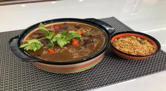 Uma receita deliciosa de Sarapatel, com o chef Rivandro França no Sabor da Gente