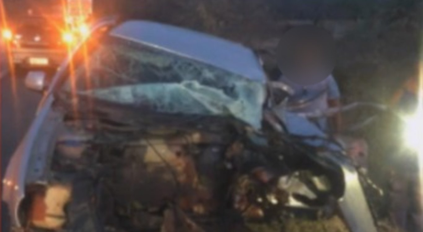 Acidente entre carro e caminhão no Sertão