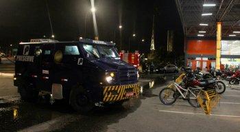 O carro-forte estava dentro do supermercado Atacadão, que fica no bairro da Iputinga, na Zona Norte do Recife
