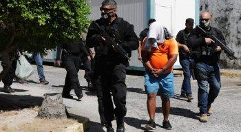 Os presos foram trazidos para a sede da Polícia Federal e para prédios anexos