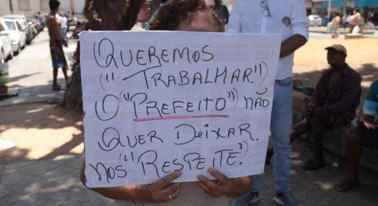 Trabalhadores informais do Recife protestam na Praça Dom Vital