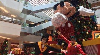 A decoração traz como personagens principais o Mickey e seus amigos