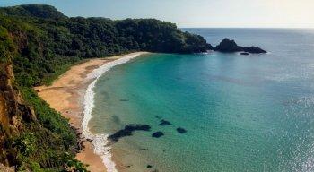 Praia do Sancho, em Fernando de Noronha