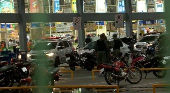 Grupo explode carro-forte em atacado no Recife e deixa três feridos; veja vídeos