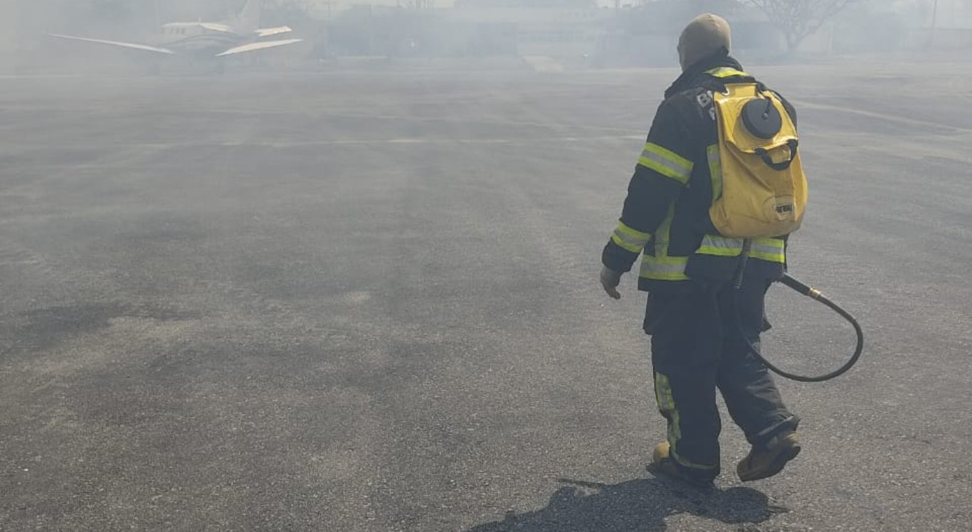 Incêndio atingiu aeroporto de Caruaru