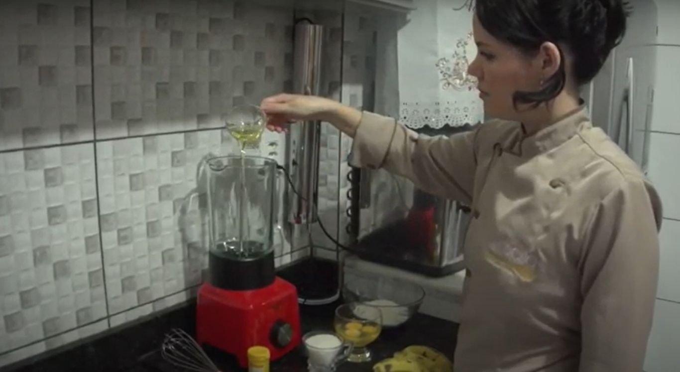 Chef ensina a fazer bolo de banana de liquidificador