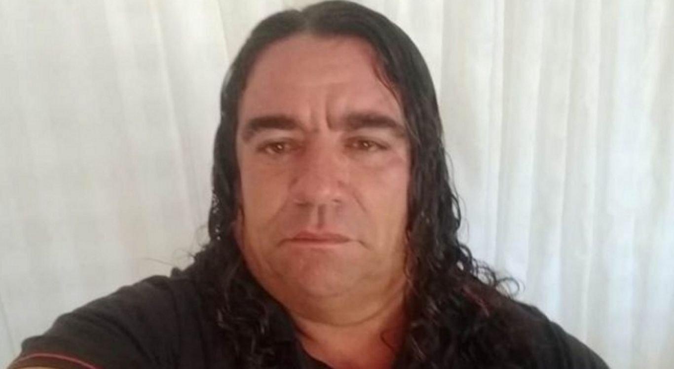 Atualmente em carreira solo, Ivanildo acumulava passagens pelas bandas de forró Chicote de Couro e Casca de Romã