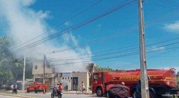 Segundo testemunhas, o fogo teve início em uma borracharia após um curto-circuito