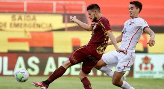 Leandro Barcia sofre uma entorse no joelho esquerdo e tem suspeita de lesão no ligamento cruzado
