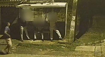 A ação foi registrada por câmeras de segurança