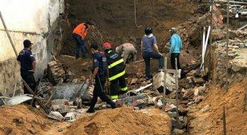 Muro desabou e caiu por cima de funcionários