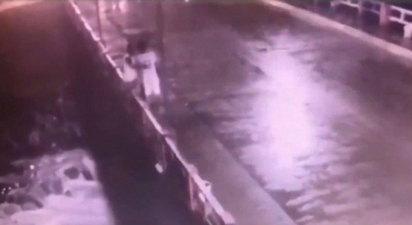 Vídeo flagrou momento em que suspeito empurrou jovem de ponte