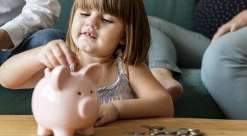 Para educar suas crianças a lidarem com dinheiro precocemente e se tornarem adultos conscientes, confira algumas dicas de como ensiná-las a economizar dinheiro