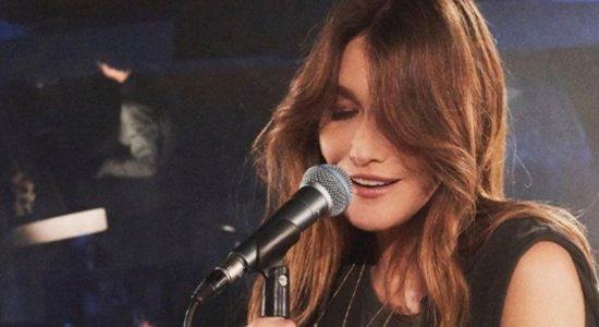 Carla Bruni lançou um álbum musical em outubro deste ano