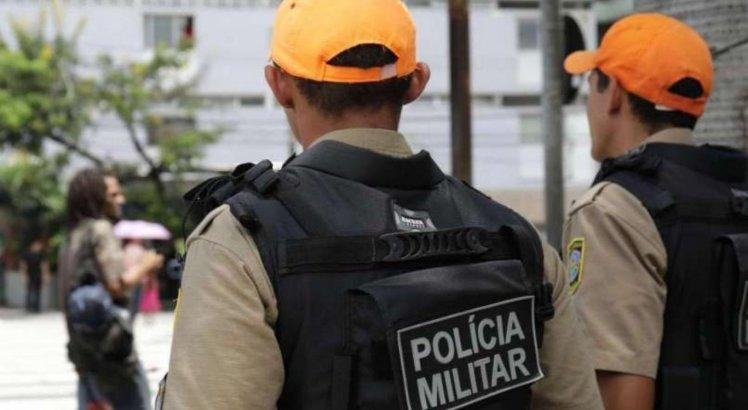 Durante aglomeração em Camaragibe, mulher agride policiais e é levada para a delegacia por desacato