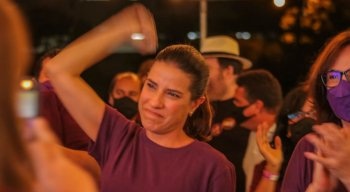 Prefeita de Caruaru, Raquel Lyra (PSDB), comemora reeleição