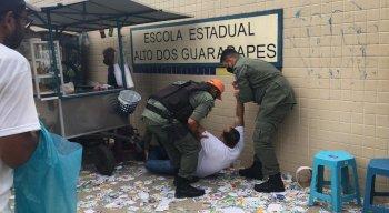 Mesário é socorrido pela Polícia Militar