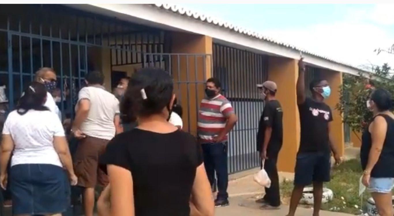 Filas e aglomeração marcam início de votação em Petrolina
