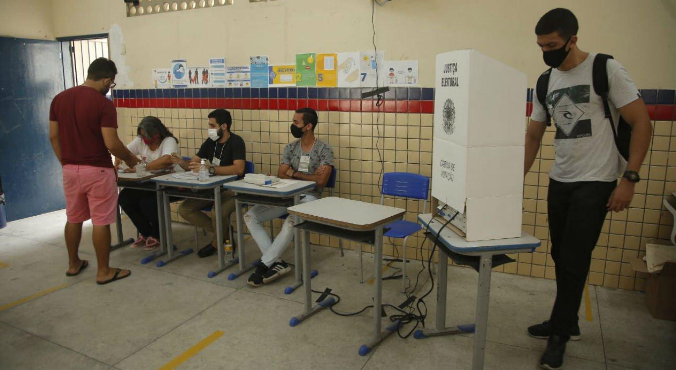 Votação na Escola Murilo Braga em Cavaleiro, em Jaboatão dos Guararapes