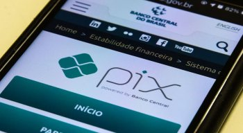A chave Pix previamente cadastrada pode ser CPF, CNPJ, e-mail, número de celular ou chave aleatória