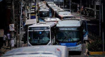 Motoristas de ônibus são contra a dupla função e demissão do cobradores