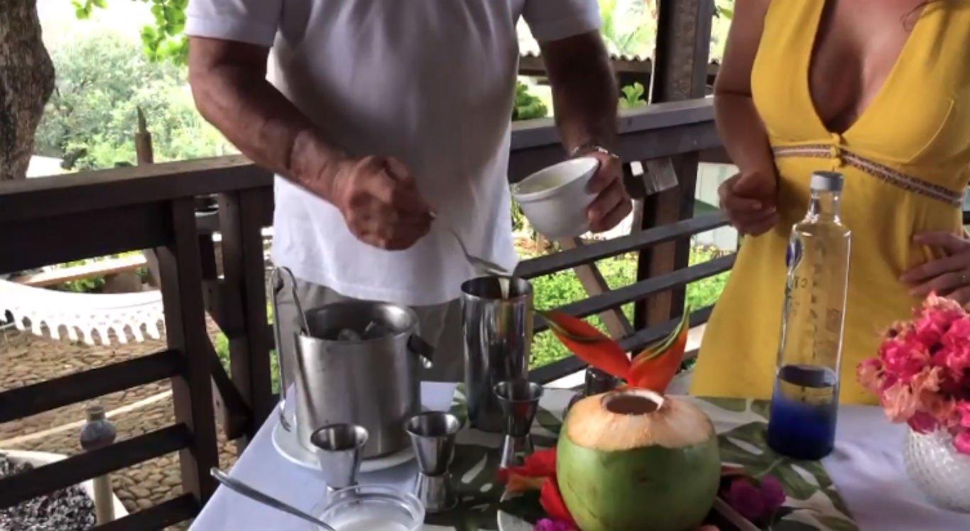 Confira como fazer receita de drink a base de coco