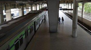 Desalinhamento de trem em estação no Recife assusta passageiros
