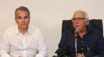 Vice-presidente Carlos Frederico (E) ao lado do presidente Milton Bivar.