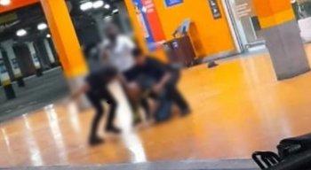 Homem negro morre após ser espancado em supermercado