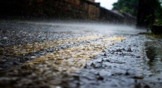 Forte chuva surpreende moradores e causa estragos no Sertão de Pernambuco