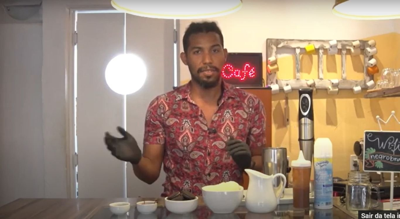 Confeiteiro ensina a fazer milkshake